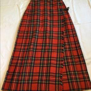Gorgeous vintage Scottish Womens Kilt